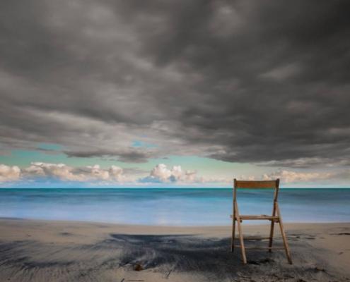 sedia vuota nella spiaggia